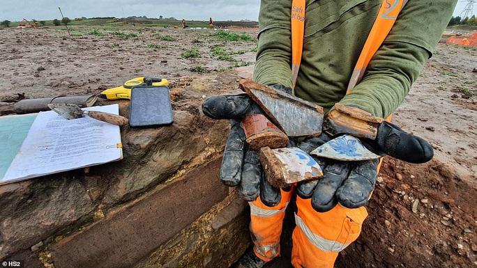 Đào đường ray, lọt vào  trang viên kho báu biến mất 4 thế kỷ - Ảnh 6.