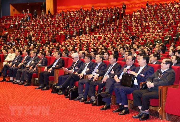 Thủ tướng Nguyễn Xuân Phúc điều hành ngày làm việc thứ ba của Đại hội XIII - Ảnh 9.