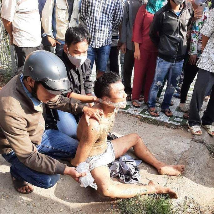 CLIP: Truy bắt đối tượng nghi ngáo đá chém nhiều người bị thương - Ảnh 2.