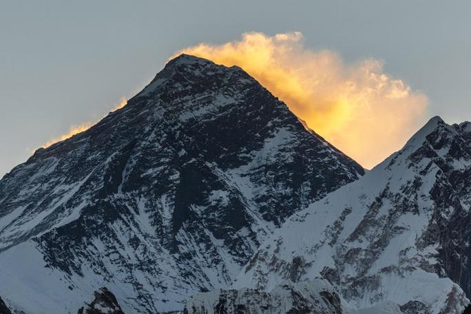 Điều thần kỳ nào đã tạo ra Himalaya và tiếp tục nâng cao đỉnh Everest? - Ảnh 1.