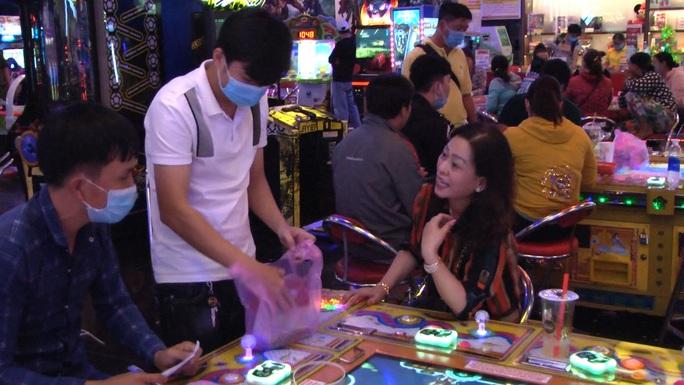 Bắt quả tang 40 đối tượng đánh bạc tại 1 trung tâm thương mại ở Rạch Giá - Ảnh 5.