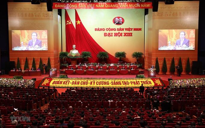 Thủ tướng Nguyễn Xuân Phúc điều hành ngày làm việc thứ ba của Đại hội XIII - Ảnh 7.
