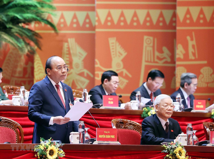 Thủ tướng Nguyễn Xuân Phúc điều hành ngày làm việc thứ ba của Đại hội XIII - Ảnh 1.