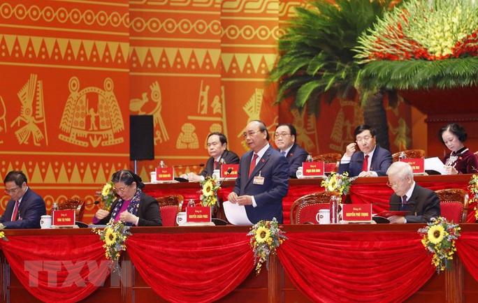 Thủ tướng Nguyễn Xuân Phúc điều hành ngày làm việc thứ ba của Đại hội XIII - Ảnh 3.