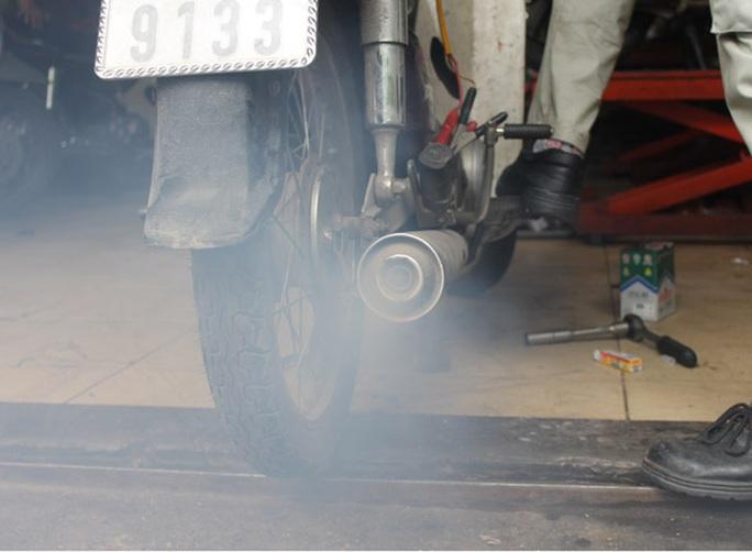 Phó Giám đốc Sở GTVT TP HCM nói gì khi buộc phải kiểm soát khí thải xe máy? - Ảnh 1.