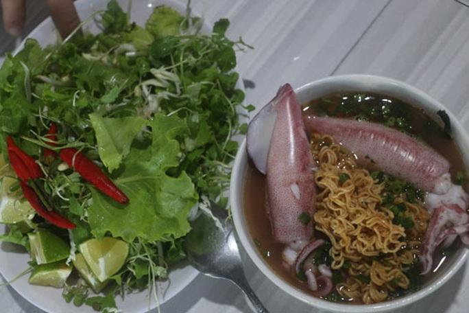 Chắt chắt và mực Cửa Việt, chưa ăn là thiệt - Ảnh 1.