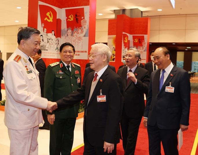 Chùm ảnh: Tổng Bí thư, Chủ tịch nước dự phiên thảo luận các văn kiện Đại hội XIII - Ảnh 4.