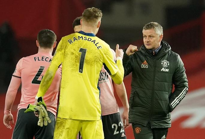 HLV Solskjaer nói gì khi Man United thua đội chót bảng, mất ngôi đầu? - Ảnh 2.