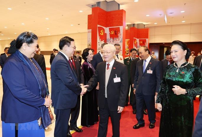 Chùm ảnh: Tổng Bí thư, Chủ tịch nước dự phiên thảo luận các văn kiện Đại hội XIII - Ảnh 5.
