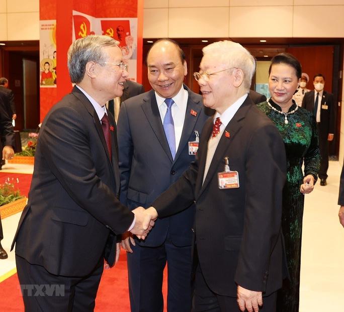 Chùm ảnh: Tổng Bí thư, Chủ tịch nước dự phiên thảo luận các văn kiện Đại hội XIII - Ảnh 2.