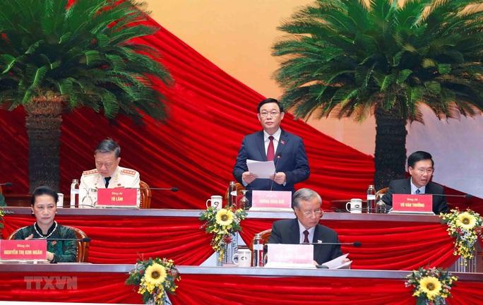 Ông Vương Đình Huệ điều hành phiên thảo luận Văn kiện Đại hội XIII - Ảnh 1.