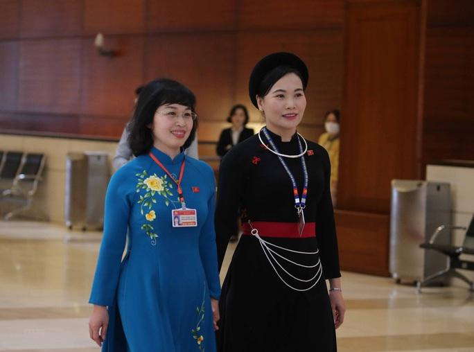 Các nữ đại biểu tham dự Đại hội XIII của Đảng - Ảnh 6.