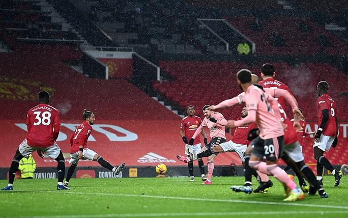 Thua sốc đội chót bảng, Man United mất trắng ngôi đầu Ngoại hạng - Ảnh 7.