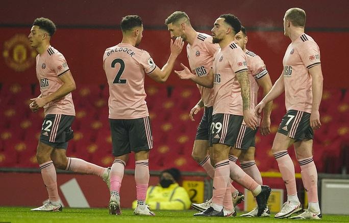 Thua sốc đội chót bảng, Man United mất trắng ngôi đầu Ngoại hạng - Ảnh 9.