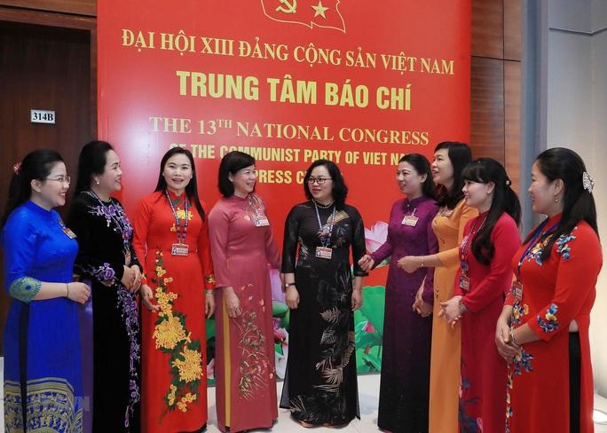 Các nữ đại biểu tham dự Đại hội XIII của Đảng - Ảnh 11.