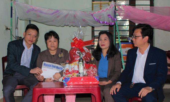 Trao quà Xuân nhân ái - Tết yêu thương cho 2 giáo viên mắc bệnh hiểm nghèo - Ảnh 1.
