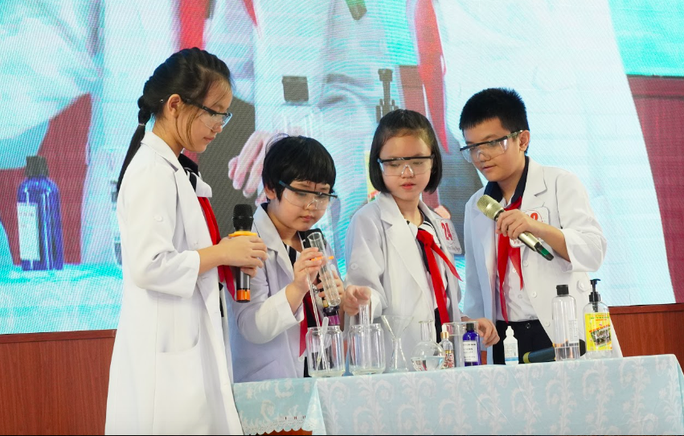 Hơn 200 học sinh tiểu học thi thuyết trình bằng tiếng Anh về khoa học - Ảnh 2.