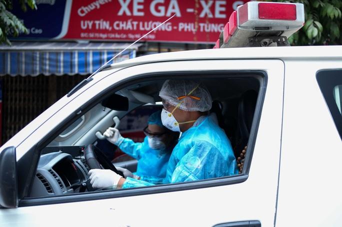 CLIP: Đưa những người liên quan ca dương tính SARS-CoV-2 ở Tây Hồ đi cách ly - Ảnh 15.