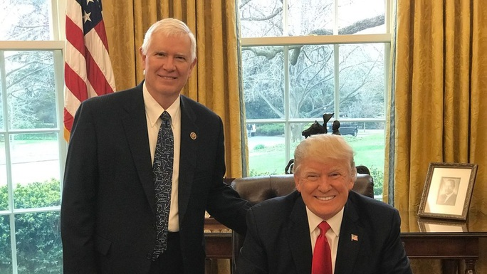 Cuộc điện thoại trong đêm của Tổng thống Trump và nghị sĩ Cộng hòa - Ảnh 1.