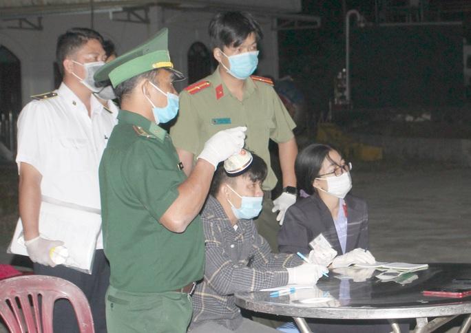 Vĩnh Long và Kiên Giang cách ly, điều tra 7 người nhập cảnh trái phép từ Campuchia - Ảnh 1.