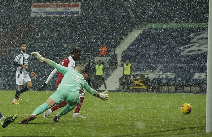 Vùi dập chủ nhà West Brom, Arsenal trở lại giữa mùa tuyết trắng - Ảnh 3.