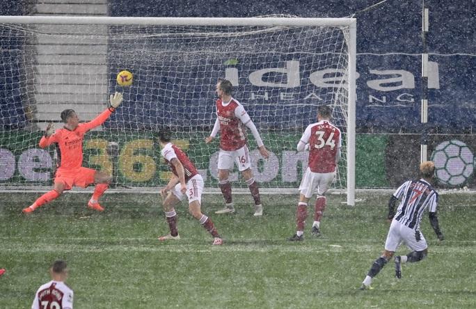 Vùi dập chủ nhà West Brom, Arsenal trở lại giữa mùa tuyết trắng - Ảnh 5.