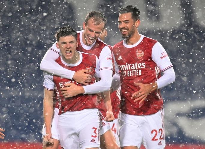 Vùi dập chủ nhà West Brom, Arsenal trở lại giữa mùa tuyết trắng - Ảnh 2.