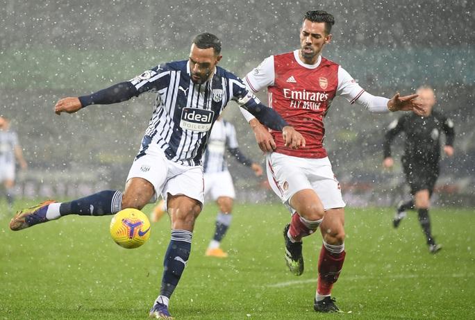 Vùi dập chủ nhà West Brom, Arsenal trở lại giữa mùa tuyết trắng - Ảnh 1.