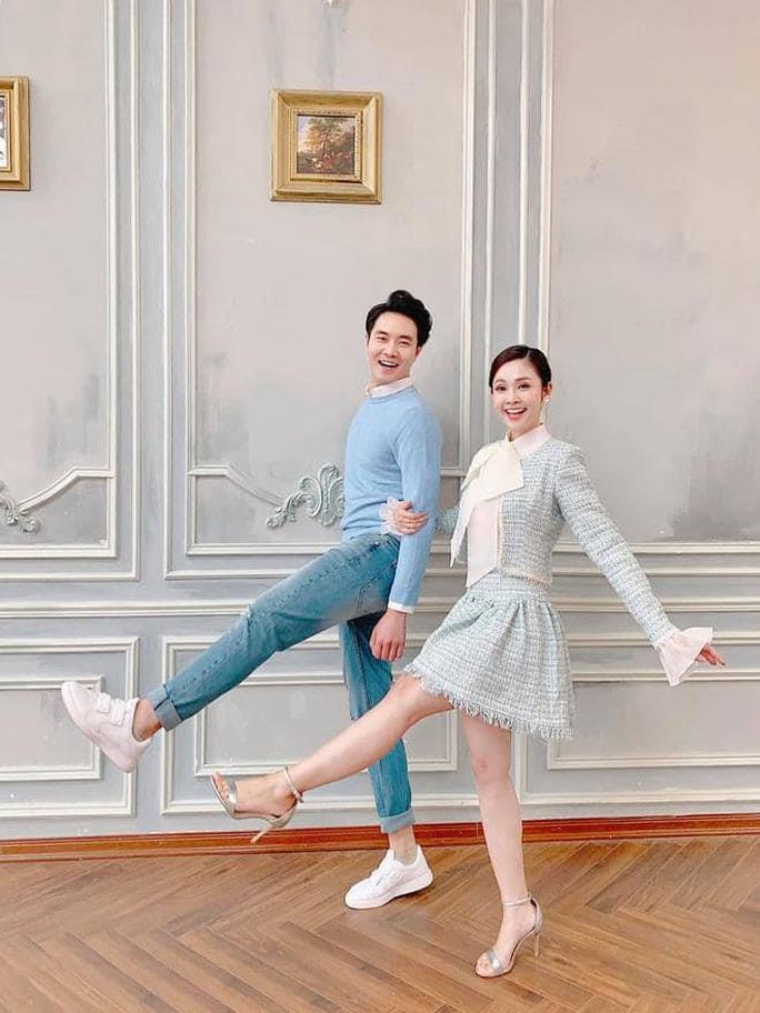MC nổi tiếng của VTV Thuỳ Linh hạnh phúc rạng ngời bên chồng sắp cưới kém 5 tuổi - Ảnh 4.