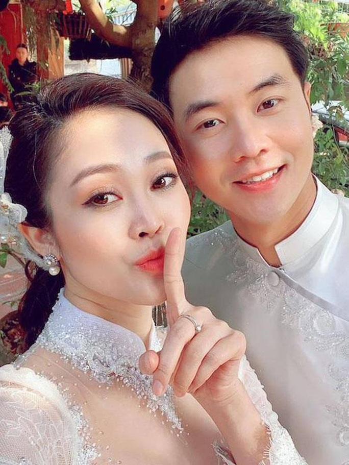 MC nổi tiếng của VTV Thuỳ Linh hạnh phúc rạng ngời bên chồng sắp cưới kém 5 tuổi - Ảnh 1.