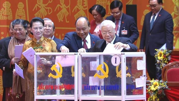 Chùm ảnh: Bỏ phiếu bầu Ban Chấp hành Trung ương khóa XIII - Ảnh 3.
