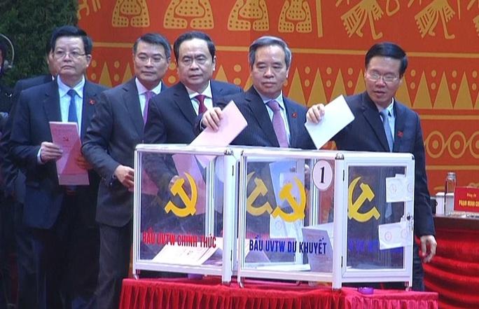 Chùm ảnh: Bỏ phiếu bầu Ban Chấp hành Trung ương khóa XIII - Ảnh 4.