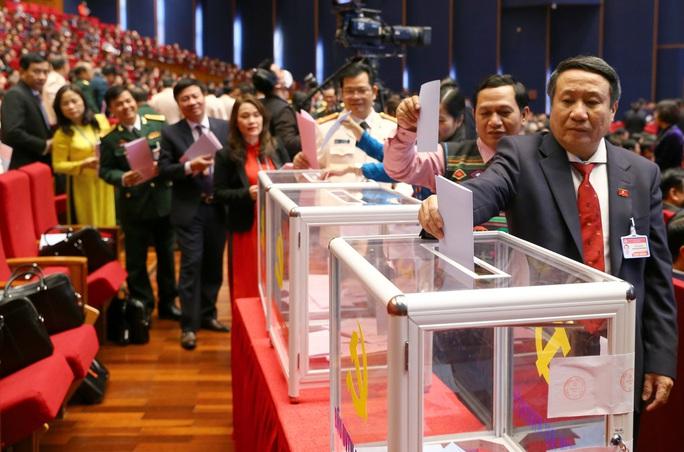 Chùm ảnh: Bỏ phiếu bầu Ban Chấp hành Trung ương khóa XIII - Ảnh 14.