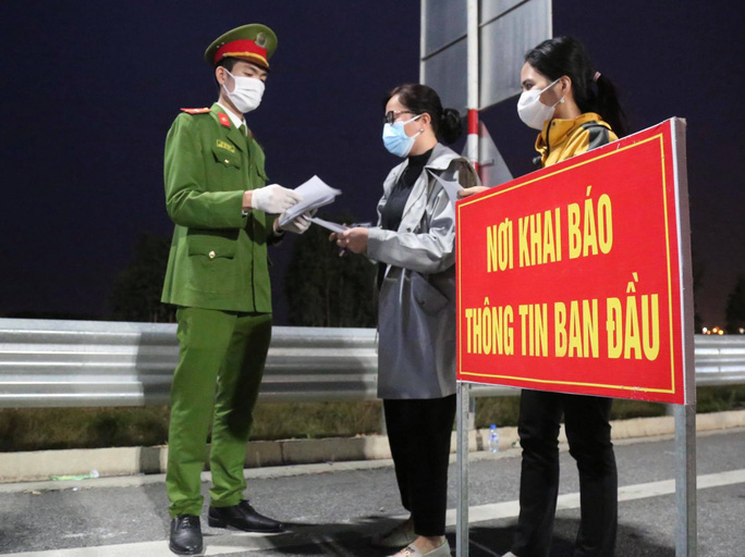 Ứng phó khẩn cấp sau khi bệnh nhân Covid-19 đến khám tại Bệnh viện Tai mũi họng Trung ương - Ảnh 1.