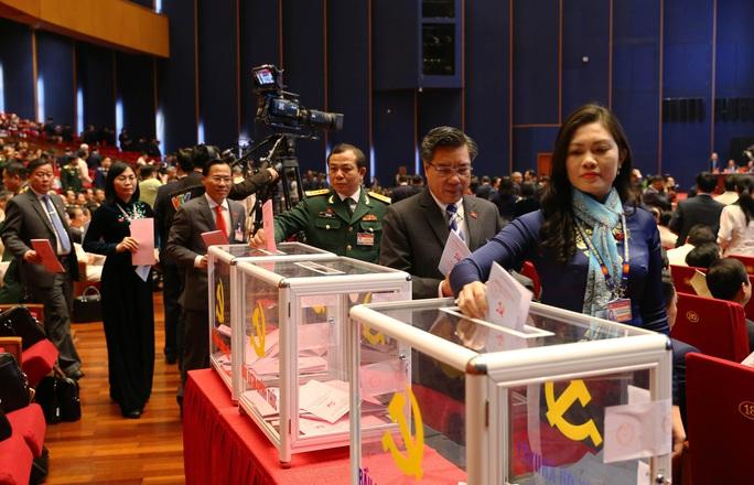 Chùm ảnh: Bỏ phiếu bầu Ban Chấp hành Trung ương khóa XIII - Ảnh 15.