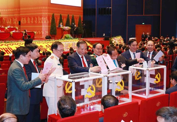 Chùm ảnh: Bỏ phiếu bầu Ban Chấp hành Trung ương khóa XIII - Ảnh 16.