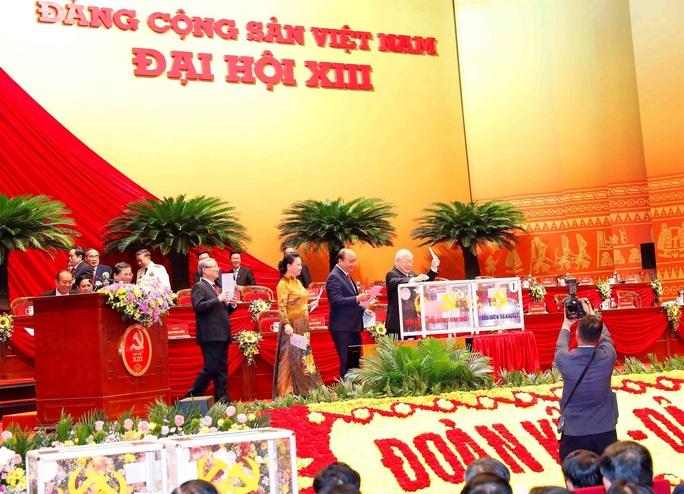 Chùm ảnh: Bỏ phiếu bầu Ban Chấp hành Trung ương khóa XIII - Ảnh 2.