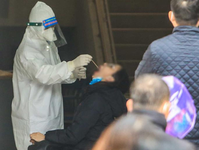 Lại phát hiện thêm trường hợp dương tính SARS-CoV-2 tại Hà Nội - Ảnh 1.