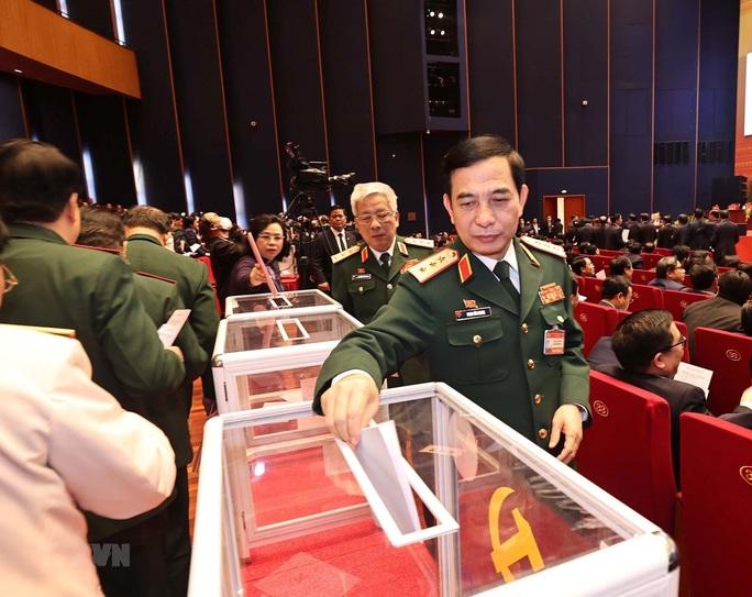 Chùm ảnh: Bỏ phiếu bầu Ban Chấp hành Trung ương khóa XIII - Ảnh 6.