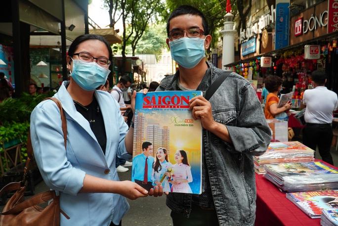 Trao giải bìa báo xuân và khai trương sạp báo từ thiện tại Đường sách - Ảnh 4.