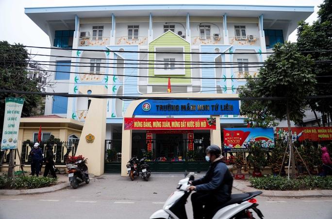 Hàng ngàn học sinh Hà Nội nghỉ học vì các ca dương tính SARS-CoV-2 - Ảnh 1.