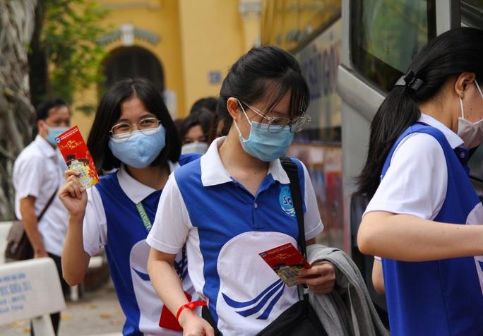 Ấm áp chuyến xe đoàn viên đưa sinh viên về quê đón Tết - Ảnh 10.