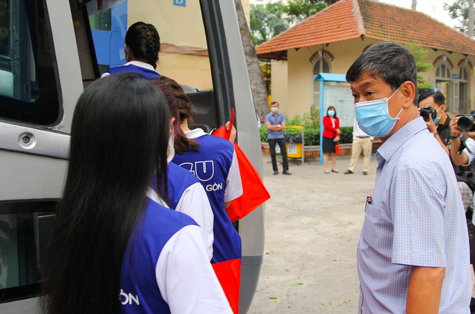 Ấm áp chuyến xe đoàn viên đưa sinh viên về quê đón Tết - Ảnh 11.