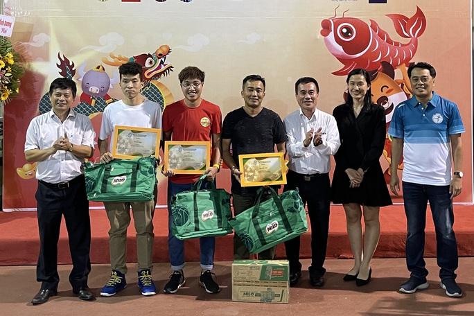 Tác phẩm về cậu bé đạp xe 150 km đi thử việc được trao  giải thưởng của Hội Nhà báo TP HCM - Ảnh 1.