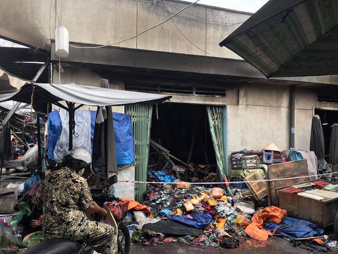 Hỏa hoạn hỏi thăm chợ Bình Triệu ở TP Thủ Đức lúc rạng sáng - Ảnh 2.