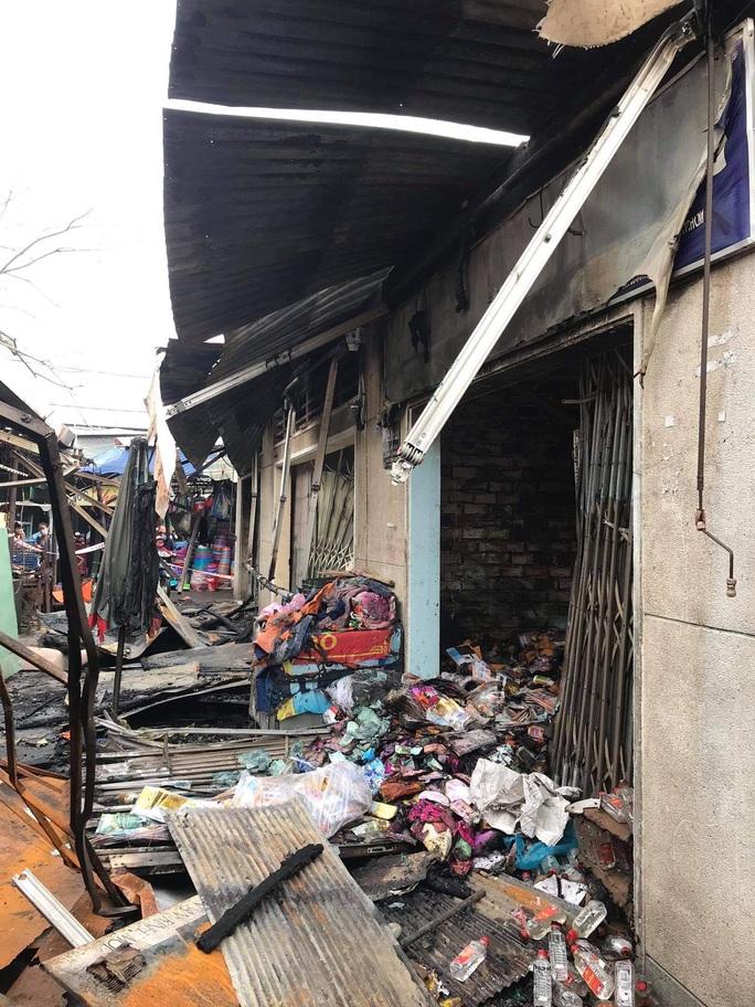 Hỏa hoạn hỏi thăm chợ Bình Triệu ở TP Thủ Đức lúc rạng sáng - Ảnh 1.