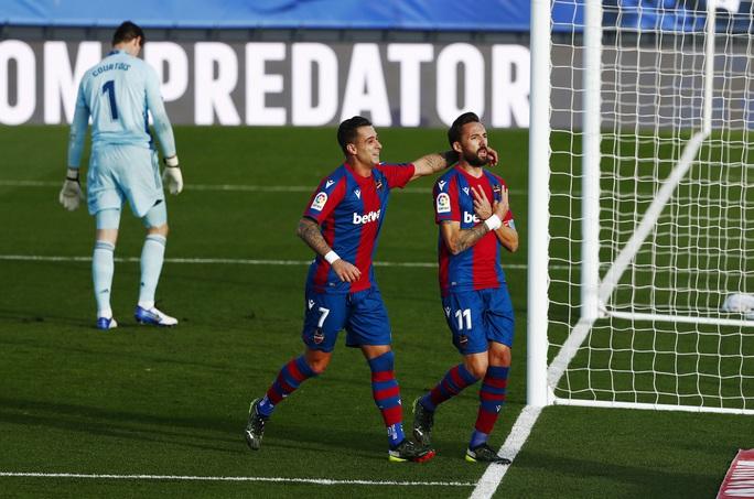 Thẻ đỏ nghiệt ngã, Real Madrid bị Levante quật ngã trên sân nhà - Ảnh 5.
