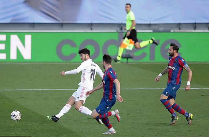 Thẻ đỏ nghiệt ngã, Real Madrid bị Levante quật ngã trên sân nhà - Ảnh 4.