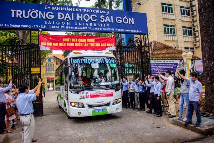Ấm áp chuyến xe đoàn viên đưa sinh viên về quê đón Tết - Ảnh 14.