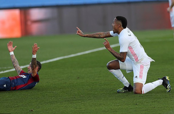 Thẻ đỏ nghiệt ngã, Real Madrid bị Levante quật ngã trên sân nhà - Ảnh 2.